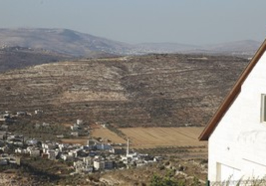Ma'aleh Levona overlooks Luban in W. Bank
