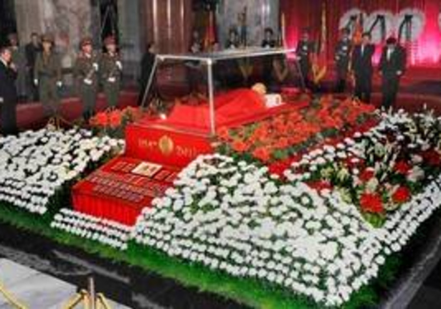 The body Kim Jong-il lies in state in Pyongyang