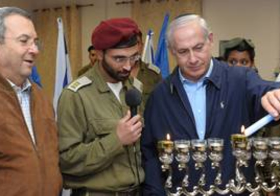 PM Netanyahu lights Hanukka candles at Efraim base