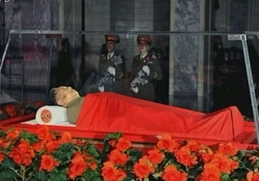 The body of North Korean leader Kim Jong-il lies i