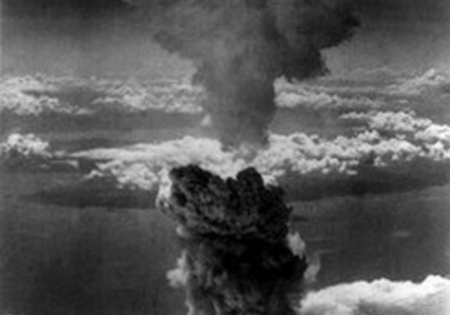 Poll finds support for WWII atom bombs