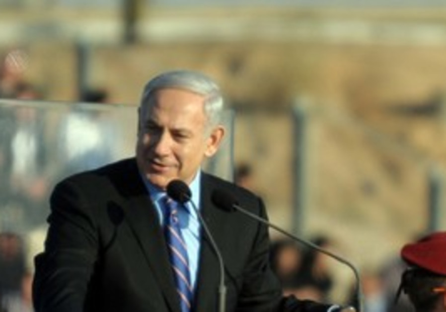 Netanyahu addresses IAF pilot's course graduate