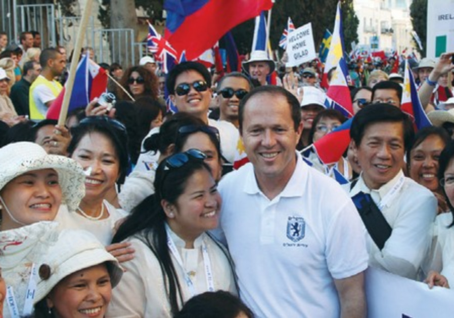 Christians gather with J'lem mayor Nir Barkat