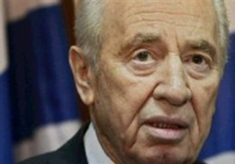 Peres: Olmert erred in setting goals for war