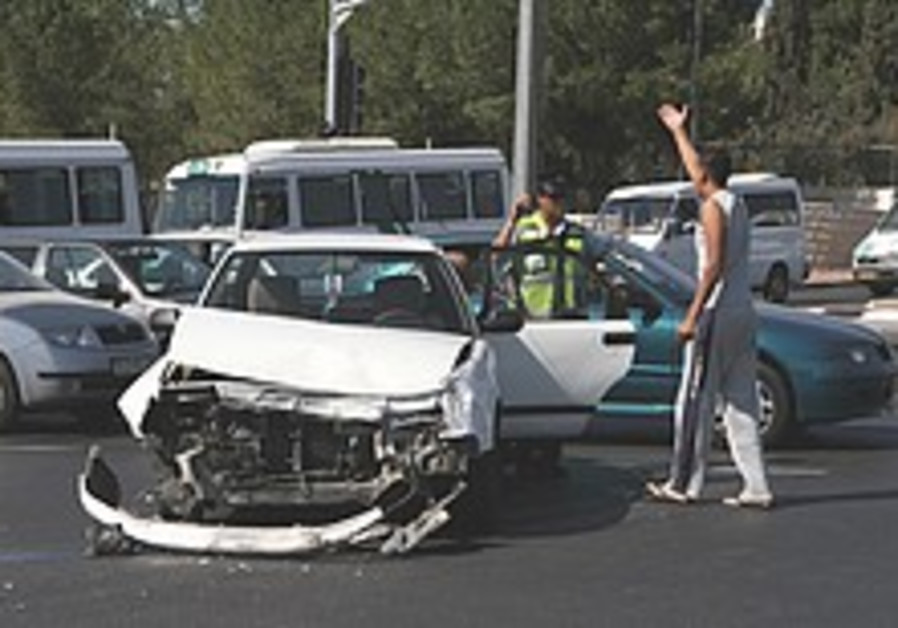 Mofaz: Hands tied on traffic safety by bureaucracy