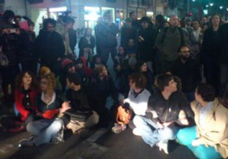 Protesters against 'infiltrator law' block streets