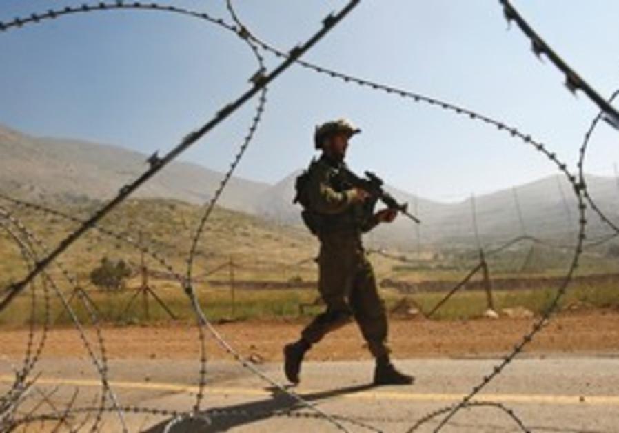 IDF soldeirs patrols Syrian border