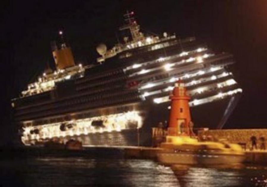Italian cruise ship runs aground
