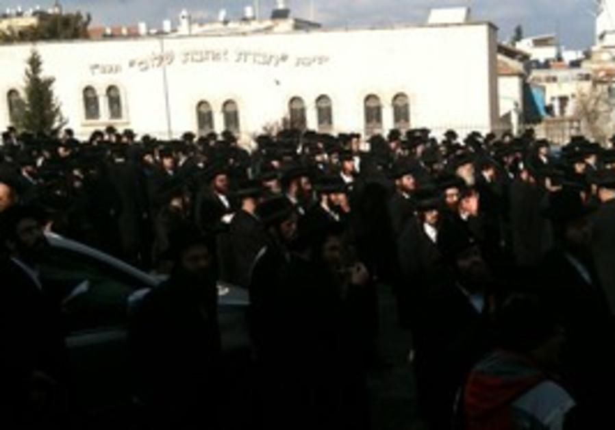 Haredim protest in Shabbat Square