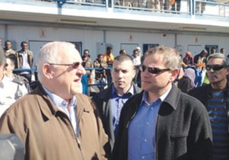 Rivlin, Horowitz visit illegal immigrants facility