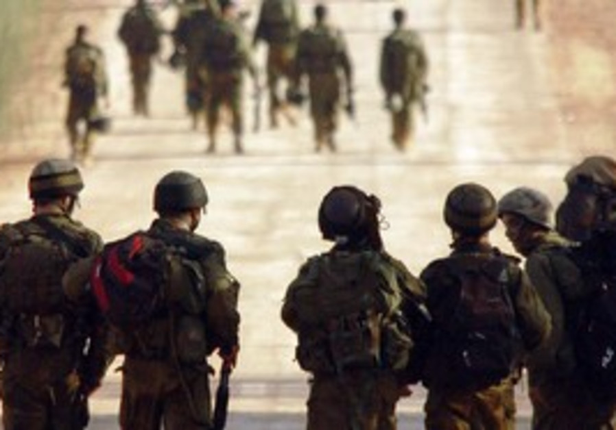 IDF soldiers marching in Second Lebanon War
