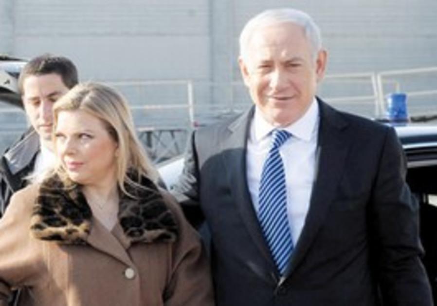 Binyamin, Sara Netanyahu arrive in Amsterdam