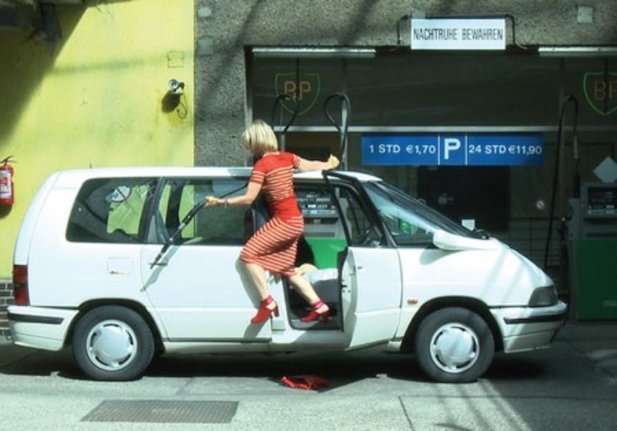 Dertnig poses as a 'dumb blonde'