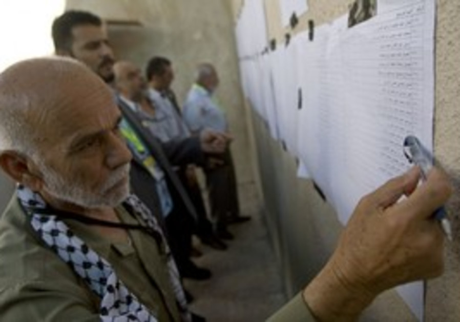 Fatah member looks at list of candidates [file]