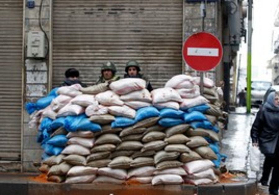 Syrian soldiers secure checkpoint in Homs