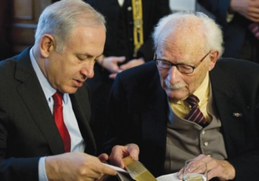 Binyamin Netanyahu talks to Johan van Hulst