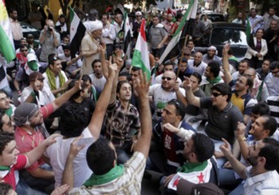 Syrian protesters outside Cairo embassy [file]