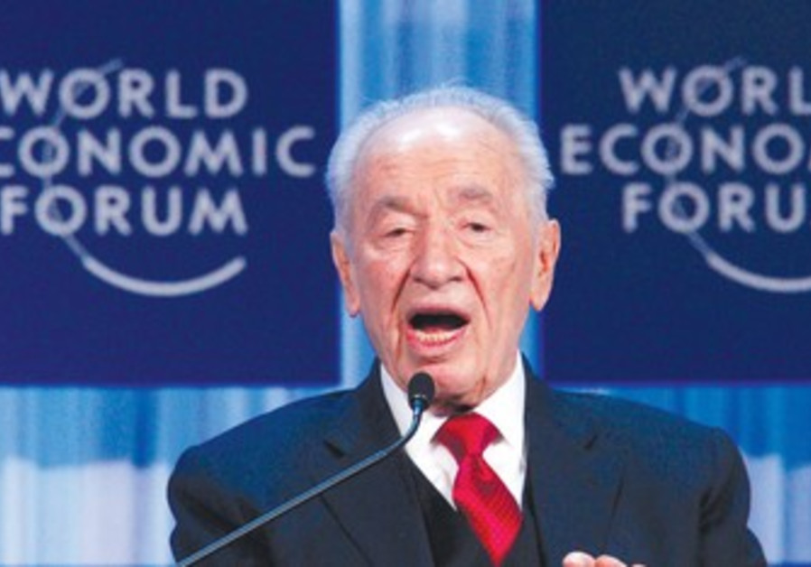 Shimon Peres speaks in Davos