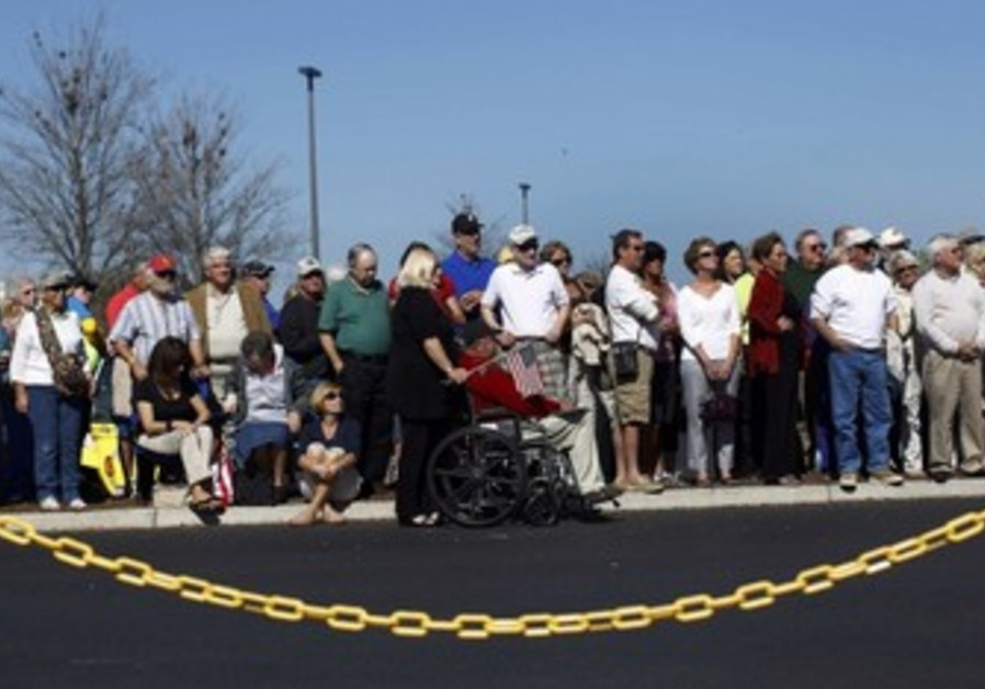 Republicans wait for Gingrich at rally in Florida