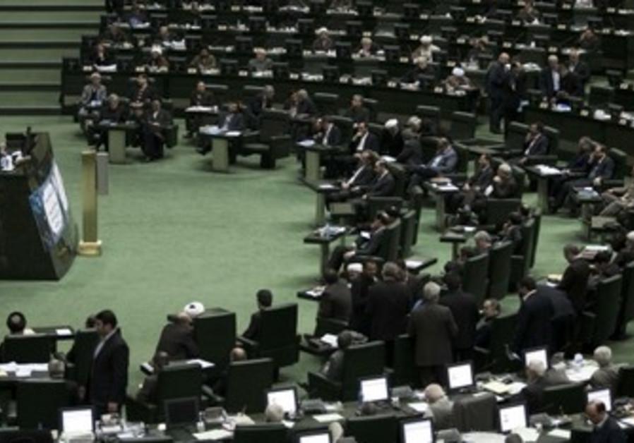 iran presiden Ahmadinejad speaks to Majlis