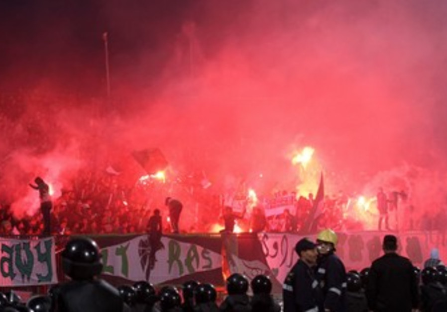 Fans flee as chaos erupts at Egypt soccer match