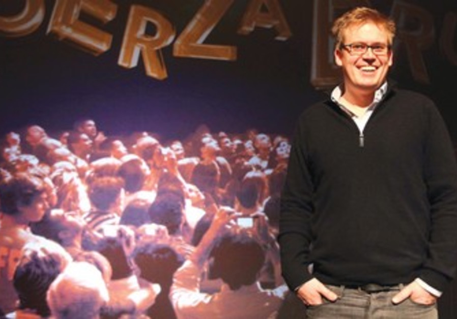 Steven Shaw at a Fuerza Bruta press conference.