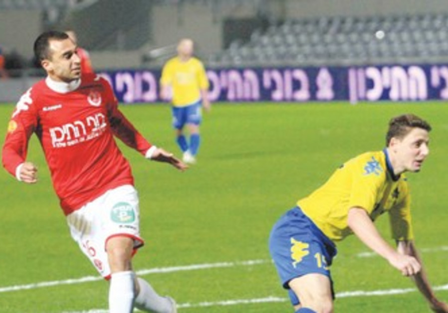Omer Damari playing against Maccabi Yavne
