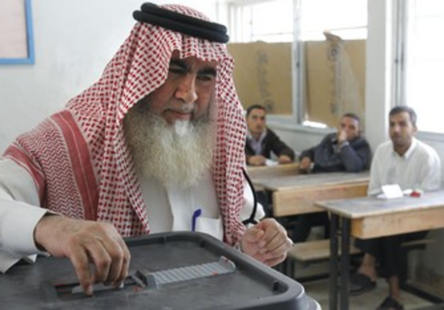 Man votes in Amman