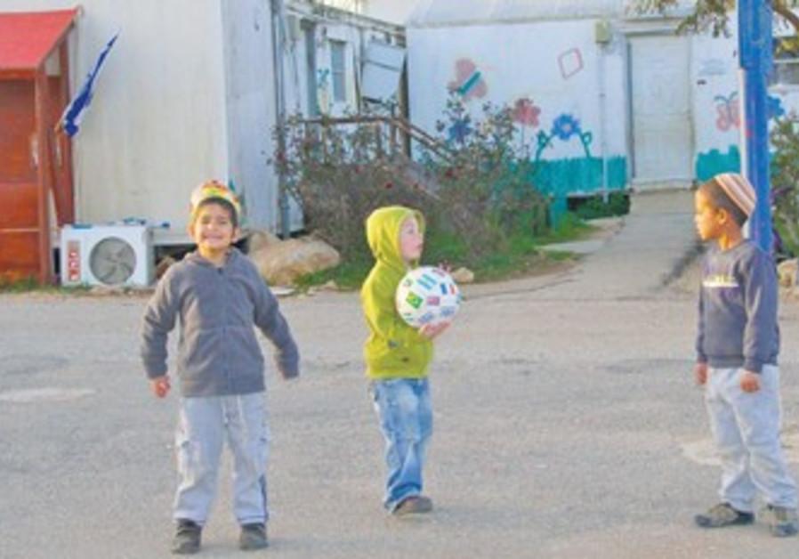 Children playing in Migron