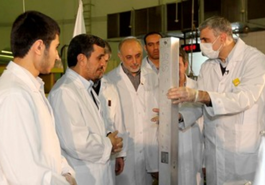 Ahmadinejad attends unveiling of nuclear projects