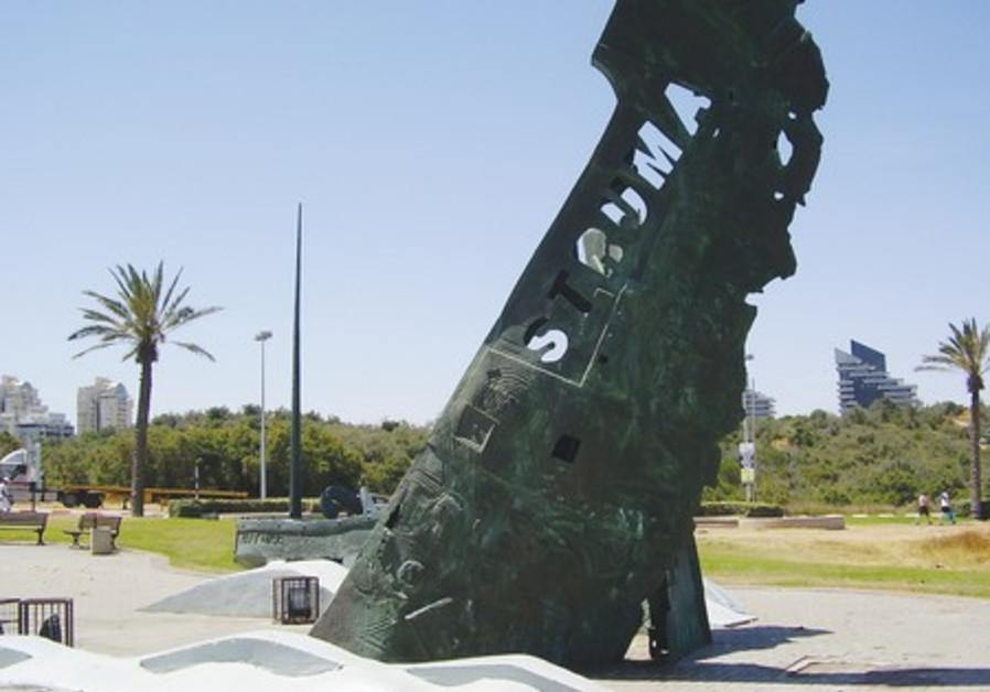 Monument to commemorate victims of 'Struma'