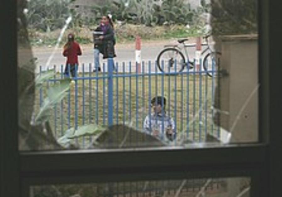 Gaza: Gunmen loot American school