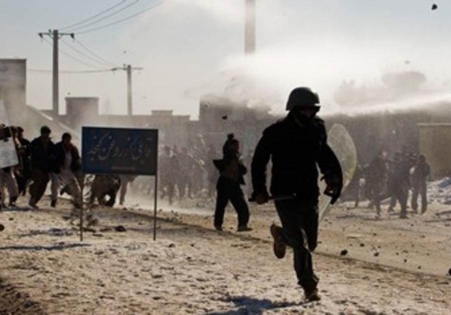 Afghan policeman flees protesters
