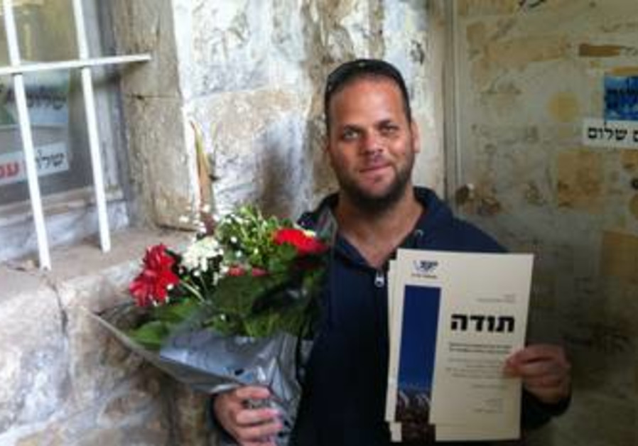 Flowers from Yesha delivered to Peace Now
