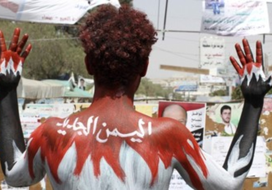 "demonstrator paints his body to the ""New Yemen"""