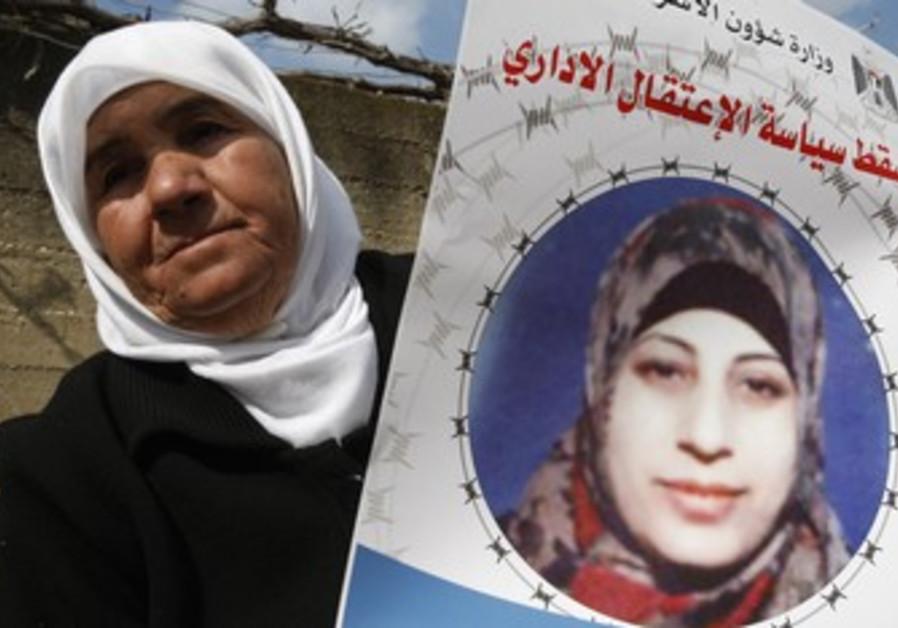 Badeeah Shalabi holds a placard of daughter Hana