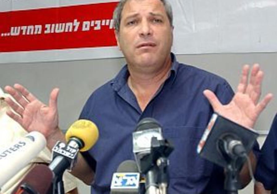 Bentzi Lieberman hands in air 298