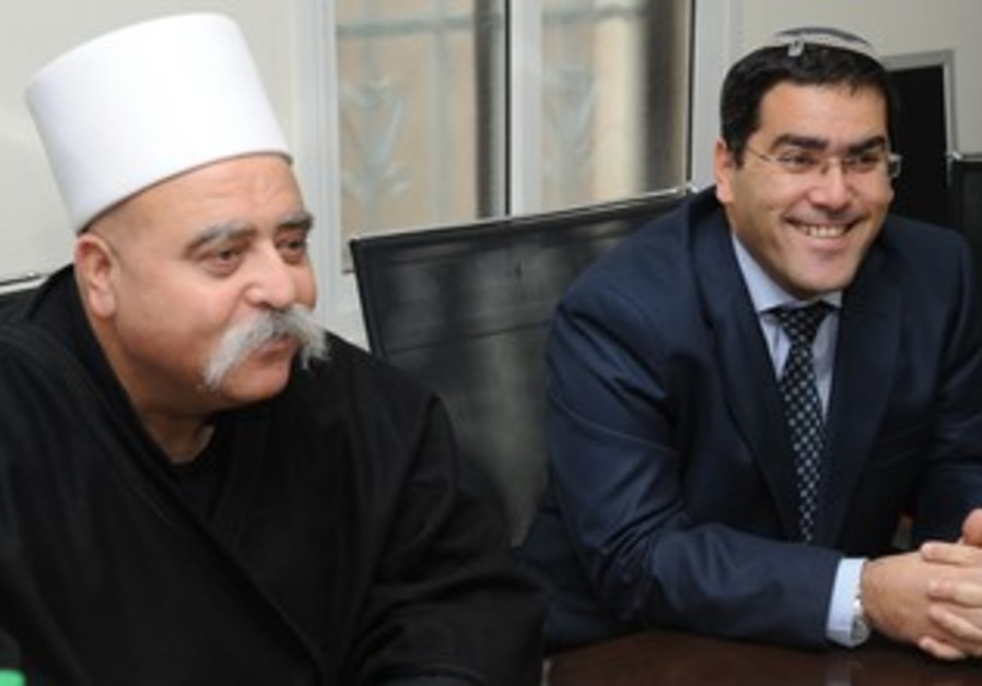 Shalom Gerbi (R) meets with Druse Sheikh
