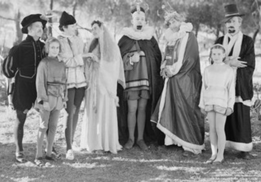 1940: Jerusalem Drama Society in costume