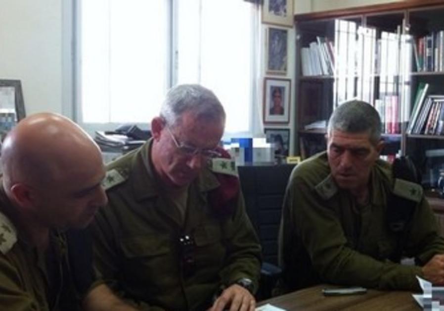 Benny Gantz in meeting to plan IDF strategy