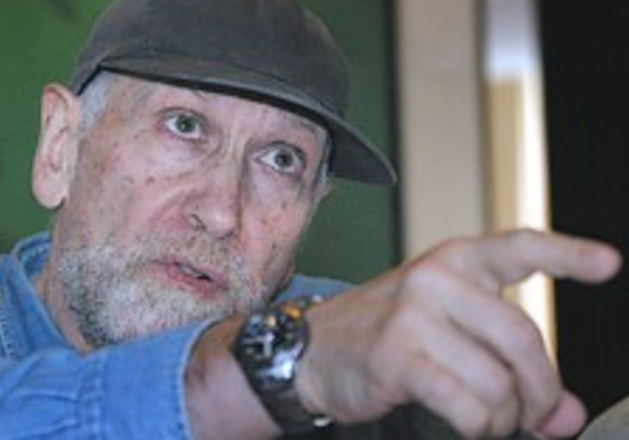 Former chess champion dies, aged 64