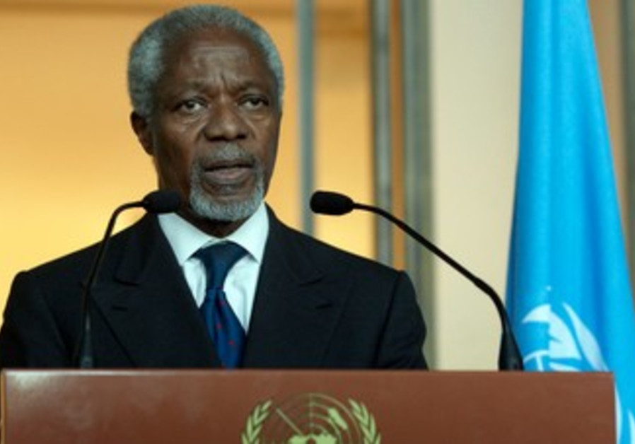 Annan gives a statement after his address to UNSC