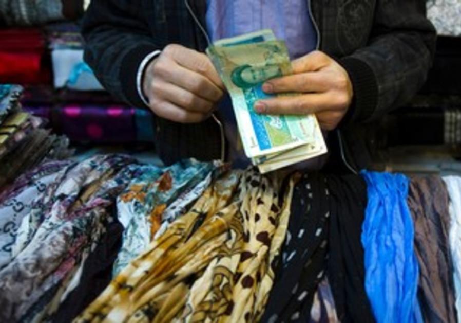 Iranian handles money at bazaar