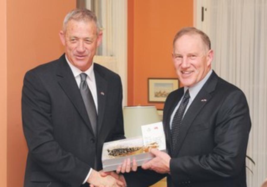 Gantz meets with Canada's Gen. Walter Natynczyk
