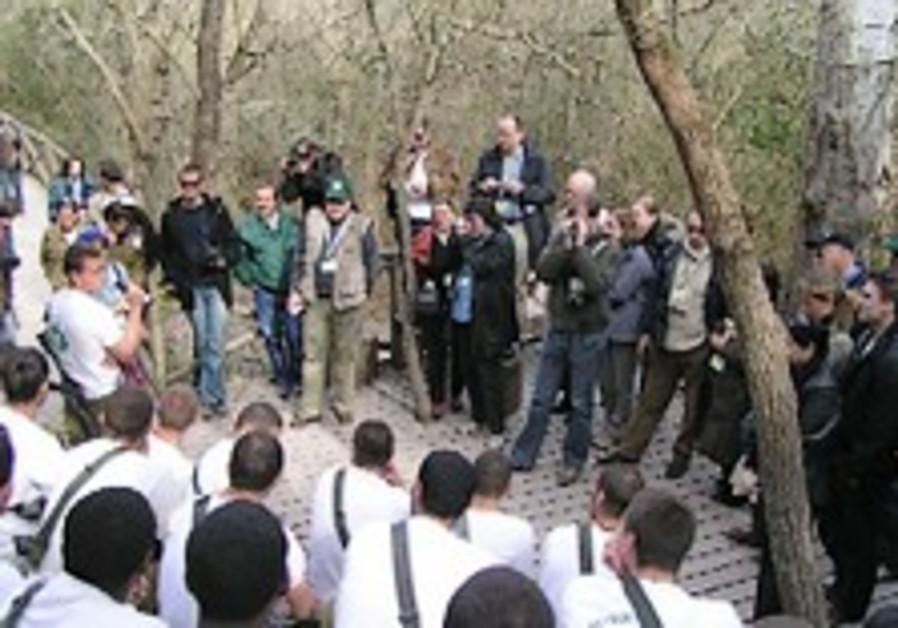 KKL-JNF Foreign Press Mission - Surprising encounters at Nahal HaShofet Park