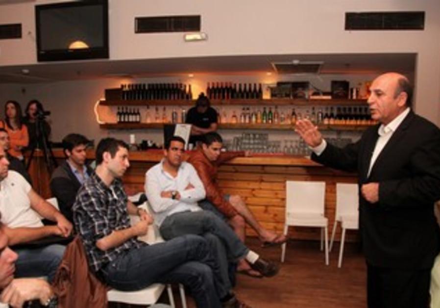 Mofaz speaks at political event at bar
