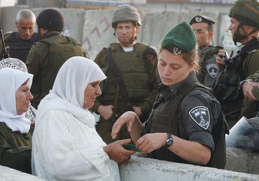Palestinian women at the Kalandiya checkpoint
