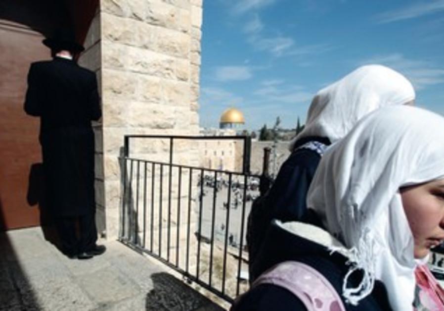 Arab women an haredi man in Jerusalem