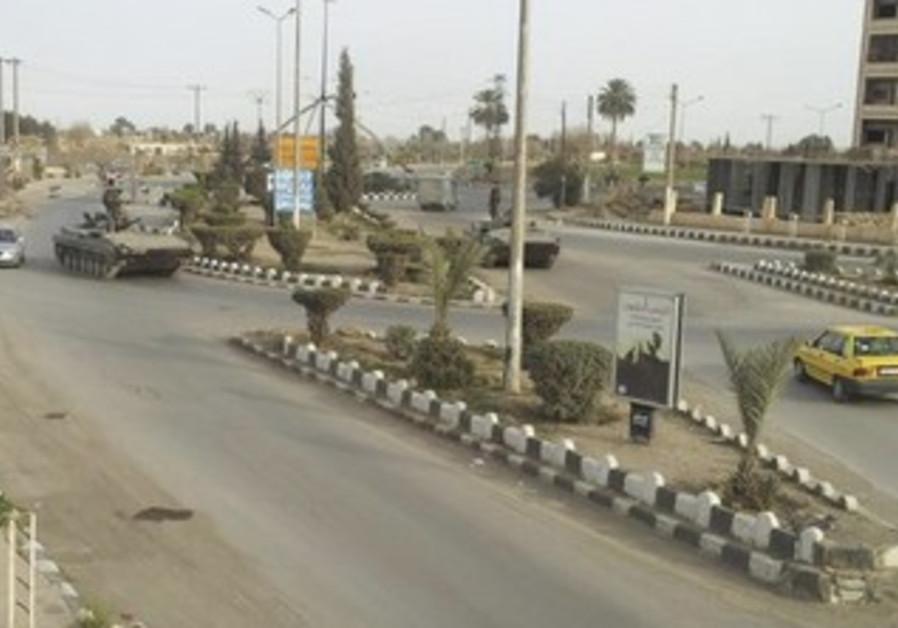 Syrian tanks in Deir al-Zour