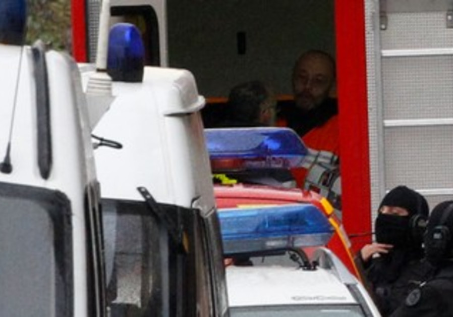 French police at scene of Toulouse standoff